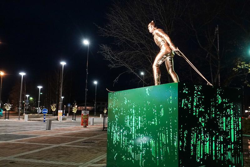 2020w44 Juha Mieto statue