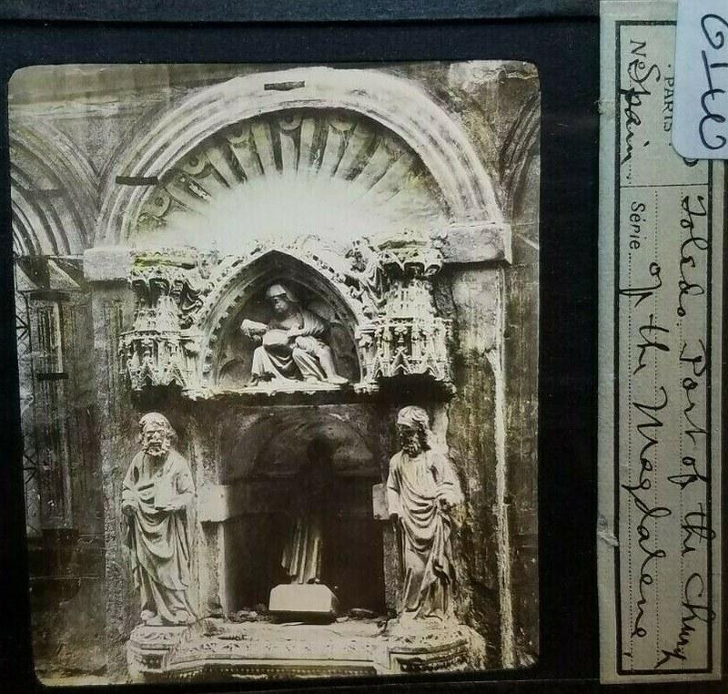 Decoración gótica de la Iglesia de la Magdalena a comienzos del siglo XX. Foto editada por E. Mazo para Linterna Mágica.