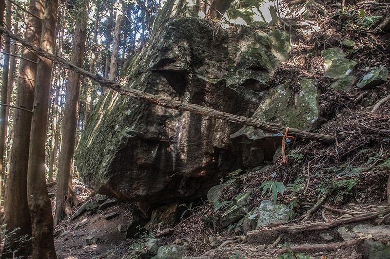 哈堪尼山巨石穴 (2)