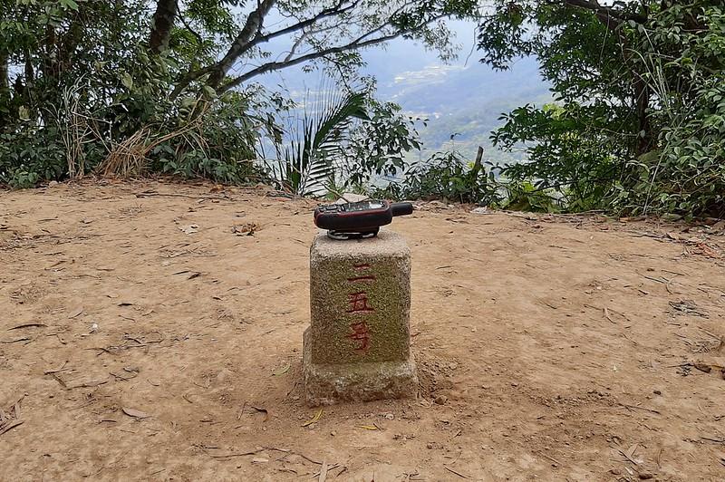 獅頭山三等三角點(# 25 Elev. 491 m) (1)