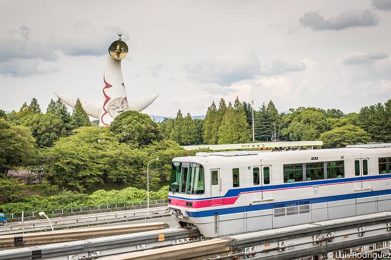 Monorraíl de Osaka y la Torre del Sol