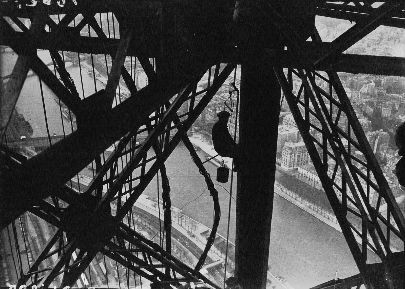 1932. Перекрашиваем Эйфелеву башню