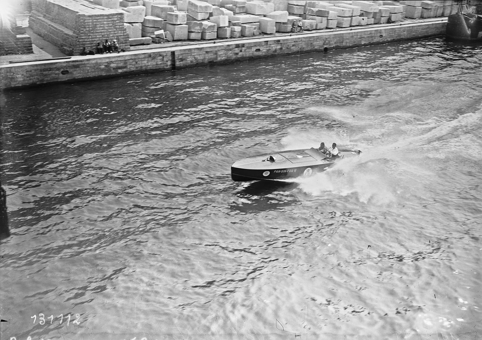 1928. Моторная лодка Па-Сих-Фу II (водный фестиваль на Сене, недалеко от Эйфелевой башни). 14.07.