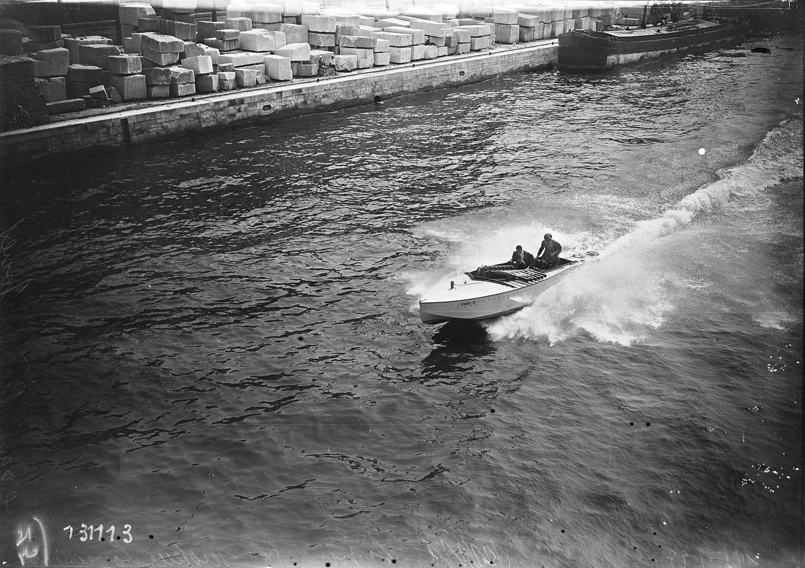 1928. Sigma IV, двигатель Lorraine, корпус Pickers Jouet (водный фестиваль на Сене, недалеко от Эйфелевой башни). 14.07.