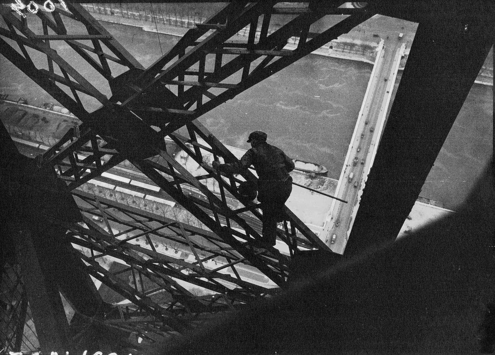 1932. Перекрашиваем Эйфелеву башню3