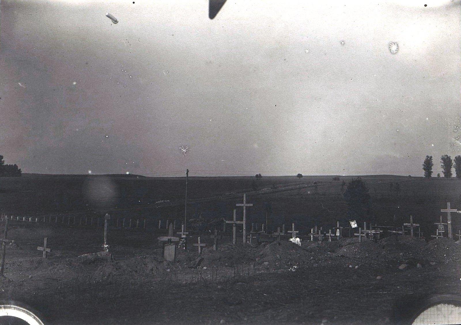 1915. Кладбище беженцев у реки Шары