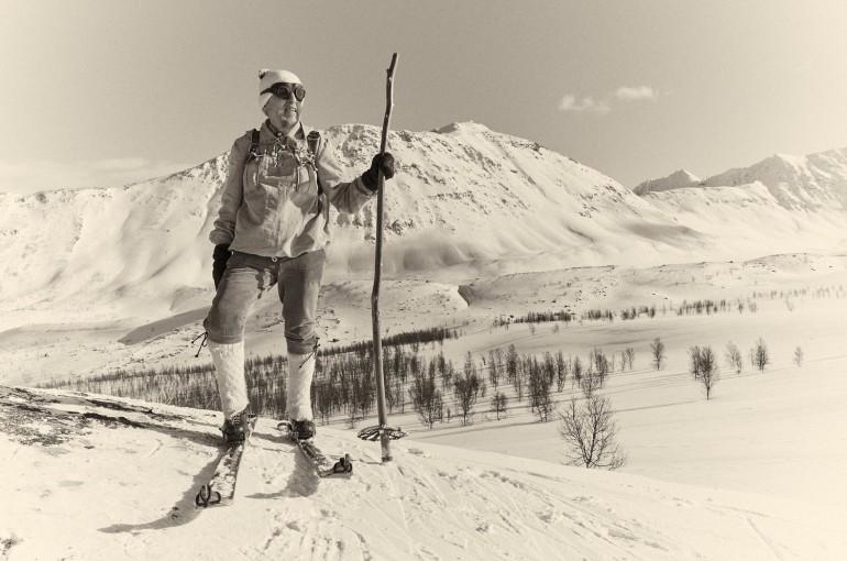 Lyžování na jasanových lyžích za polárním kruhem