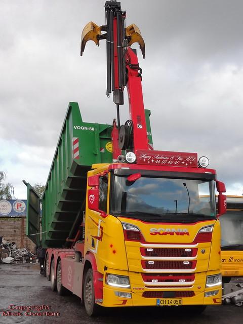 Scania R520 v8 CH14050 unloads scrap metal
