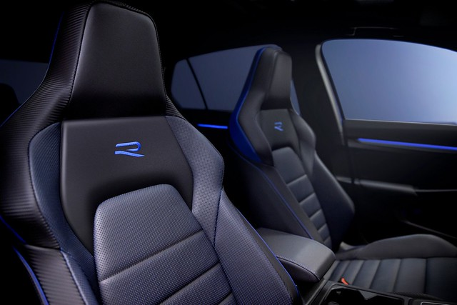 2022-VW-Golf-R-2