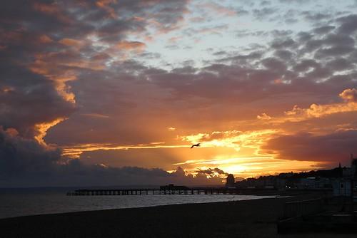 sunset sun sunshine clouds sunrays settingsun sky hastings eastsussex sussex 1066country southcoast coast sea shore nature