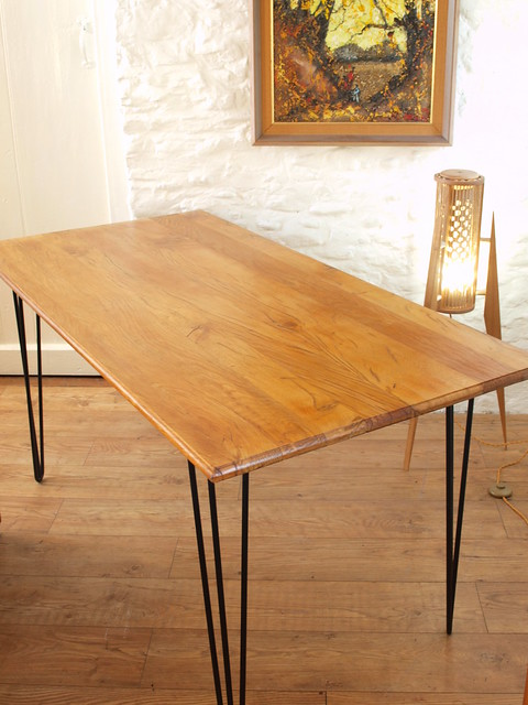 Solid Tiger Oak plank top dining table.Hairpin legs.