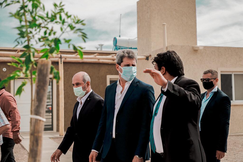 2020-11-04 PRENSA: El gobernador Uñac y María Eugenia Bielsa encabezaron la relocalización del asentamiento Villa Esperanza en Zonda