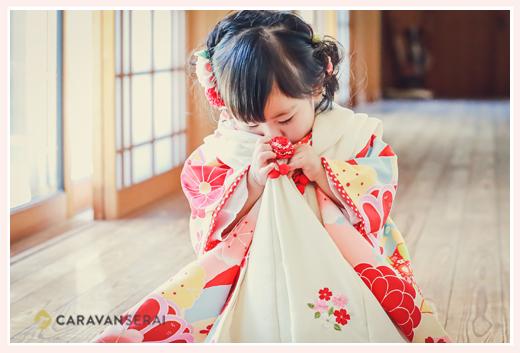 数えで3歳の女の子の七五三 ピンクと赤の着物