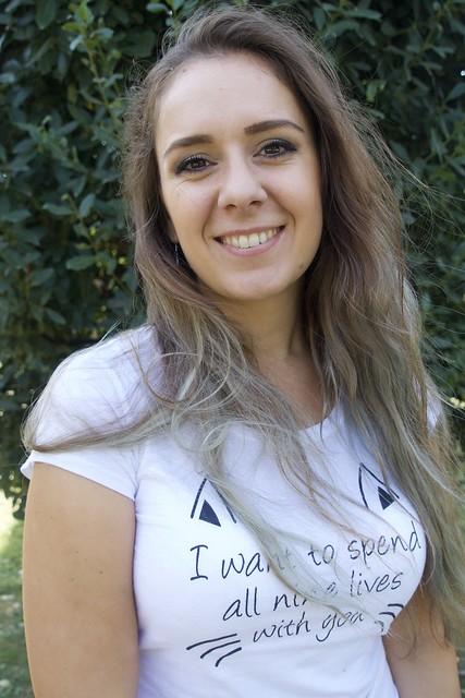 Rebeka, turista from Macedònia del Nord, molt amablement va cooperar, junt amb la seva amiga, per a poder-la fotografiar. Captura feta al Parc de la Ciutadella, Barcelona.