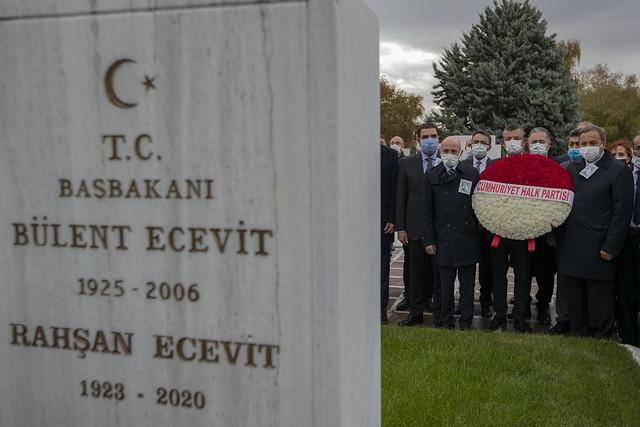 CHP HEYETİ, ÖLÜMÜNÜN 14. YILINDA MERHUM BAŞBAKAN BÜLENT ECEVİT'İ KABRİ BAŞINDA ANDI