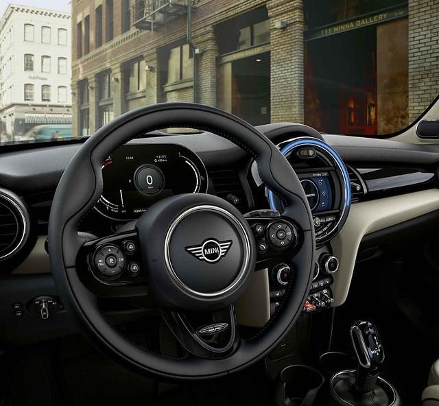 [新聞圖片六] MINI Cooper精工典藏版升級MINI Yours跑車式真皮方向盤