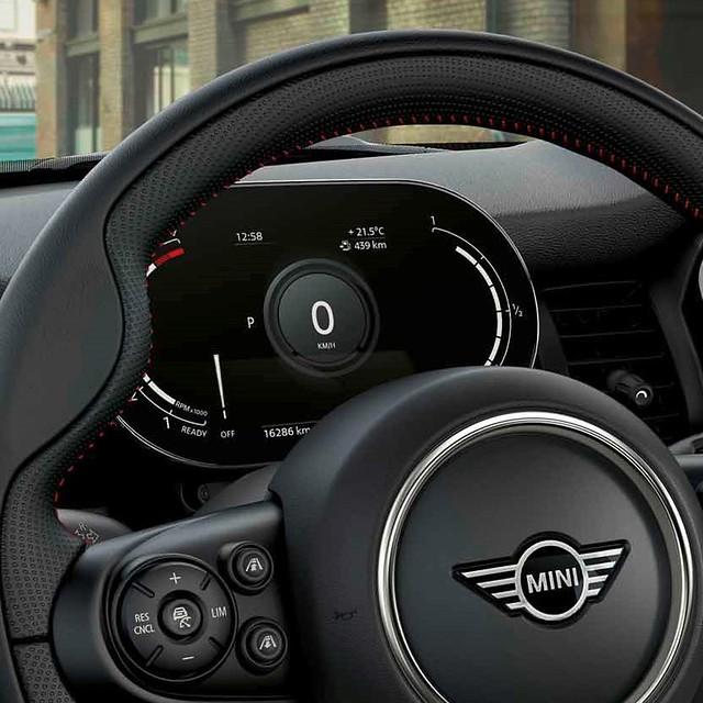 [新聞圖片三] MINI Cooper精工典藏版與MINI Cooper S傳奇致敬版皆升級MINI整合式數位儀錶