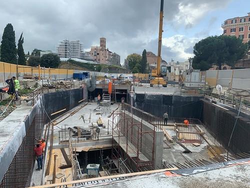 ROMA ARCHEOLOGIA E RESTAURO ARCHITETTURA 2020: Metro Linea C - nel pozzo Colosseo i lavori proseguono con la realizzazione del primo livello delle strutture portanti verticali. Roma Metropolitane (20/10/2020) & Salviamo la Metro C / Fb (03/11/2020) et al.