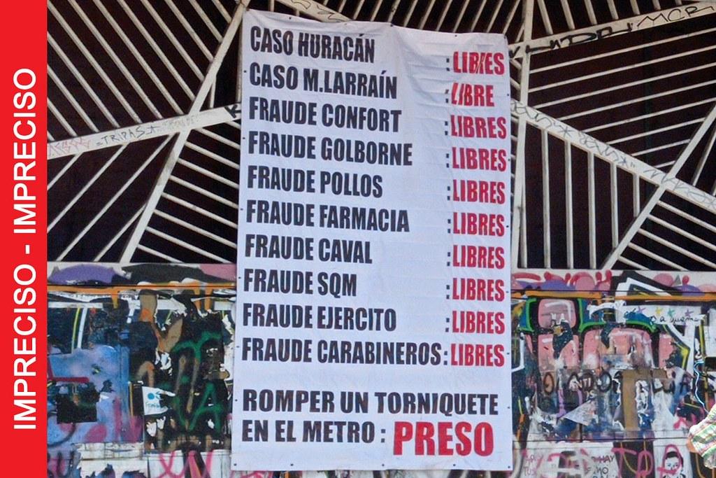 Pancarta que compara resultados en delitos de alta  connotación pública  y caso de joven  preso por romper  torniquete del metro