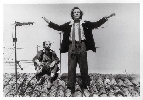 Roberto Benigni and Angelo Orlando in La Voce della luna (1990)