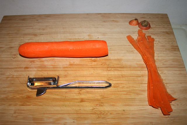 05 - Peel carrot / Möhre schälen