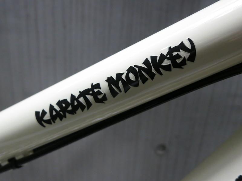 SURLY Karate Monkey Cream Logo 2