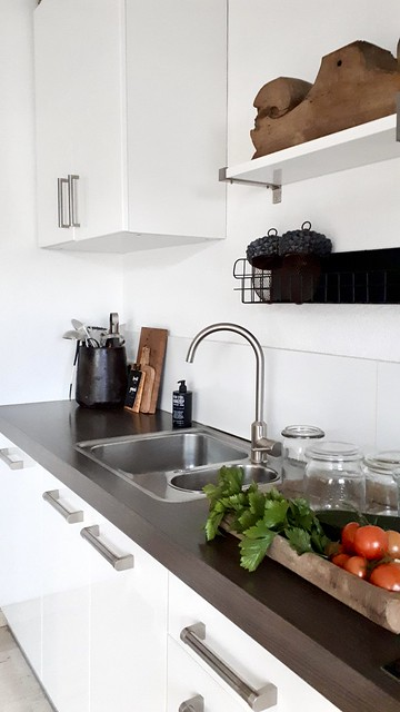 Witte strakke keuken ornament plank