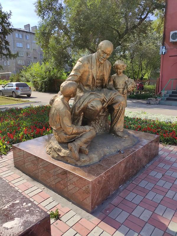 Белово - Ленин и дети