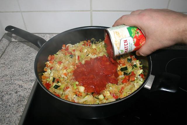 26 - Deglaze with tomatoes / Mit Tomaten ablöschen