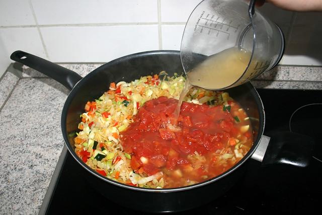 27 - Add chicken broth / Hühnerbrühe eingießen