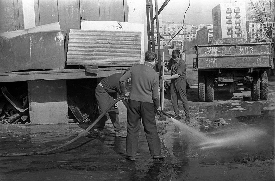 1970-е. Уборка гаража