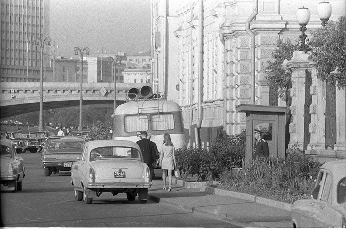 1970-е. Мимо Кремля. Софийская набережная