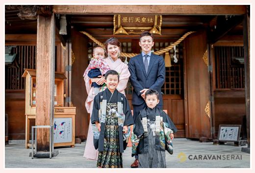 長久手市の景行天皇社で七五三 家族の写真