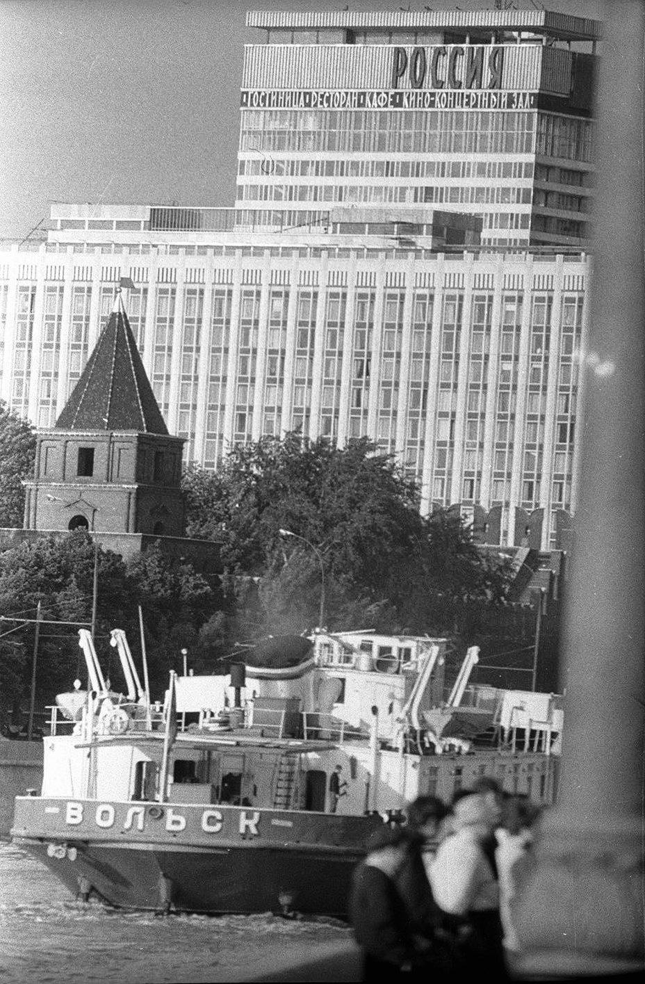 1970-е. Мимо Кремля. Гостиница «Россия». Софийская набережная