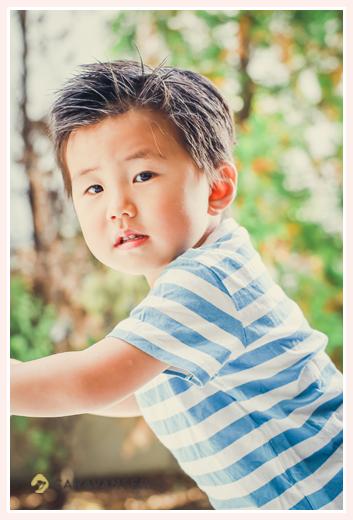 3才の男の子 水色のボーダーのTシャツ