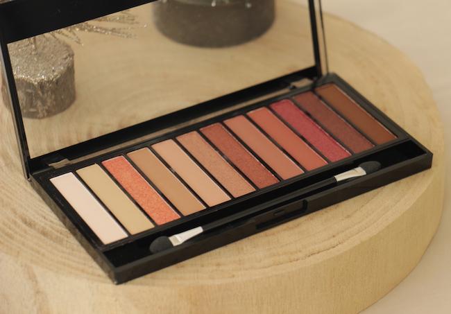 une-palette-fards-a-paupieres-12-idees-maquillages-yeux-bleus-fetes-consseils-modes-beautes-blo-la-rochelle-3