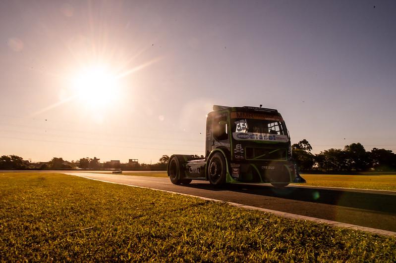 06/11/20 - Sexta-feira de treinos livres da Copa Truck em Curitiba - Fotos: Duda Bairros