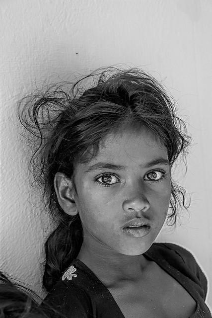 Quanto pesa una lacrima? Dipende: la lacrima di un bambino capriccioso pesa meno del vento, quella di un bambino affamato pesa più di tutta la terra. (Gianni Rodari)