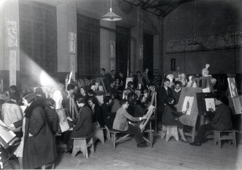 Alumnos de la Escuela de Artes en clase de pintura, mediados del siglo XX. Fondo Rodríguez, Archivo Histórico Provincial de Toledo, JCCM, signatura Album1-119