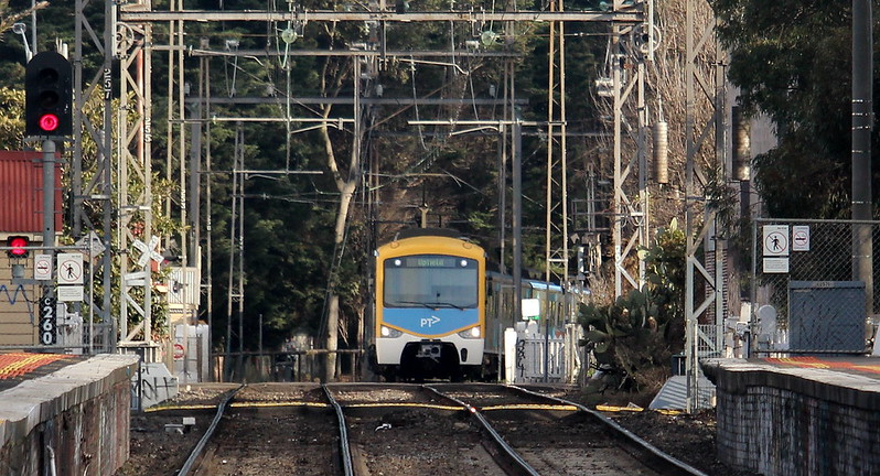 Siemens train to Upfield approaching Jewell station