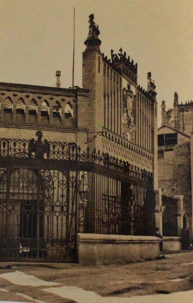 Reja de la Escuela de Artes de Toledo en 1924, ejecutada por el herrero Julio Pascual y diseñada por Jesús Carrasco-Muñoz. Foto de Antonio Passaporte para Loty