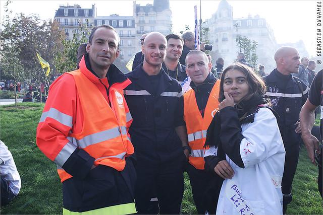 Les pompiers dans la rue ✔ Paris le 15 octobre 2019 IMG191015_059_©2019 | Fichier Flickr 1000x667Px Fichier d'impression 5610x3740Px-300dpi