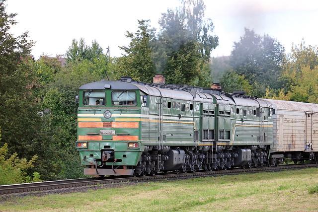 Тепловоз 2ТЭ10МК-3546 с грузовым составом на перегоне Витебск/Медведка.