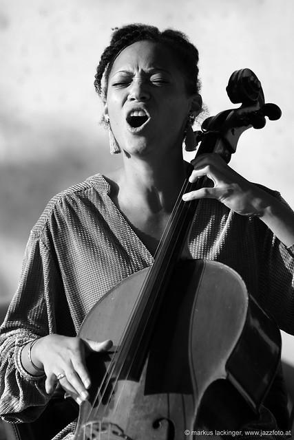 Marie Spaemann: cello, vocals