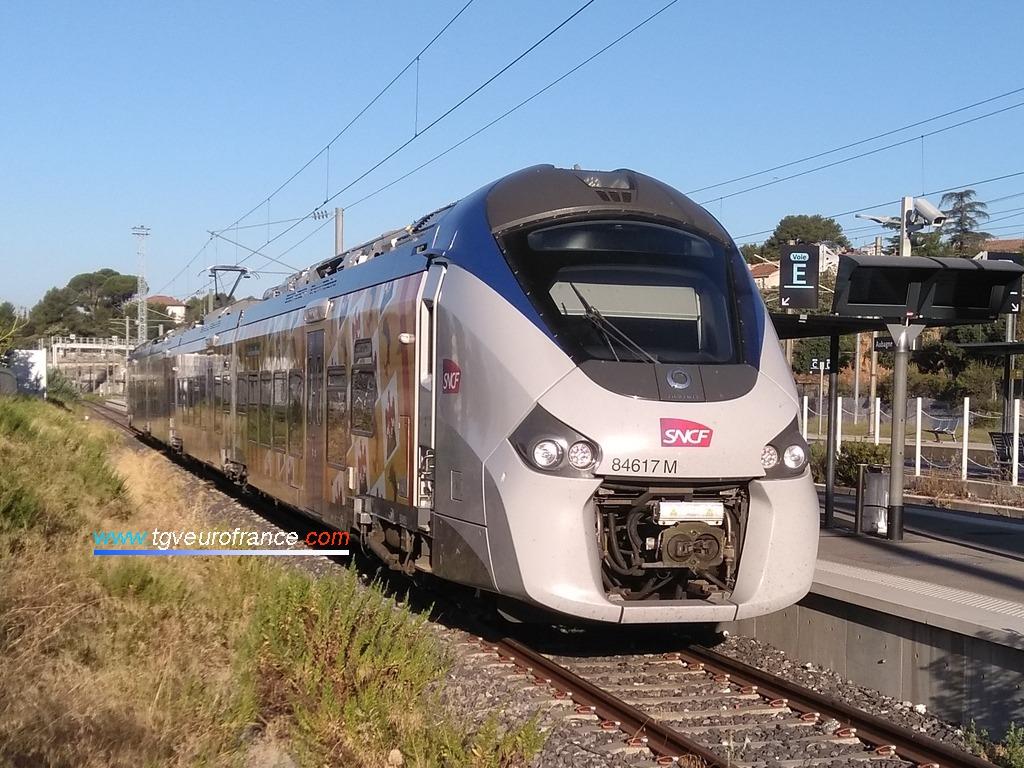 Un Régiolis de la famille Coradia Alstom en gare d'Aubagne-en-Provence