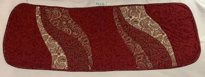 Burgundy, green, and cream Christmas motif in curves