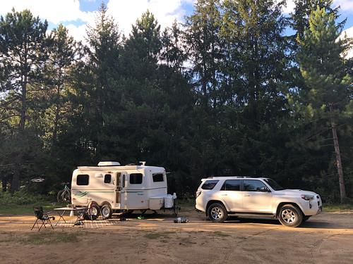 Algonquin PP - Mew Lake - campsite with sun