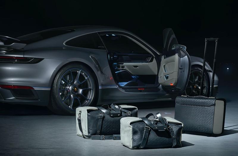 2021-Porsche-911-Turbo-S-Duet-Edition-18
