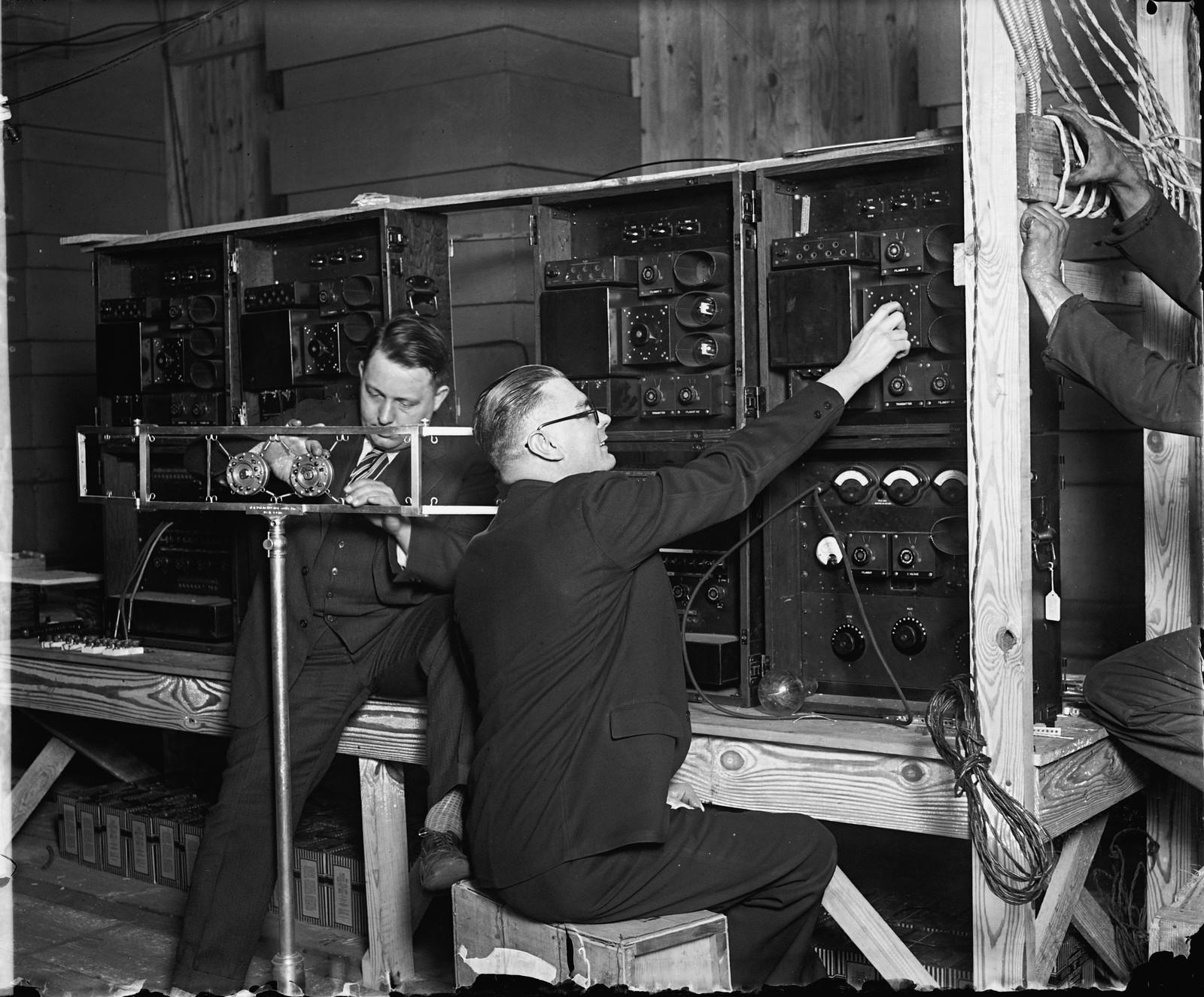 13. Проверка оборудования перед трансляций церемонии торжественного открытия Палестинской радиовещательной службы. 1 марта