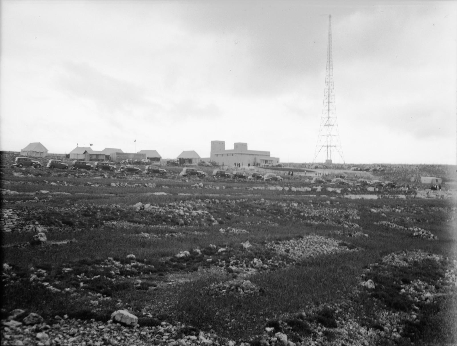 12. Общий вид радиовещательных вышек в день открытия1
